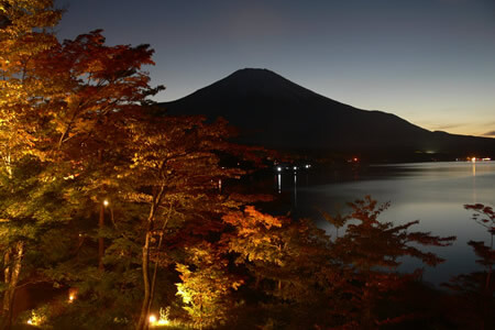 The Sunset Shore and Fall Colors Festival at Lake Yamanaka