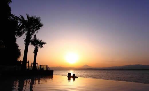 在SPA邊看海邊放松