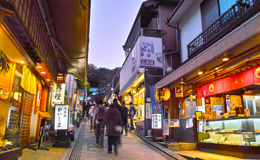 Purchase beautiful Japanese souvenirs in Enoshima